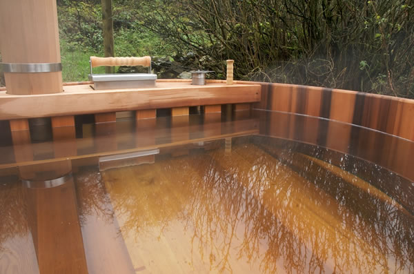 Fresh water hot tub