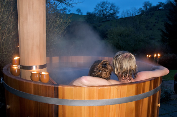 Virtually silent hot tub